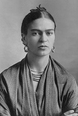 33 Frauen Frida_Kahlo,_by_Guillermo_Kahlo